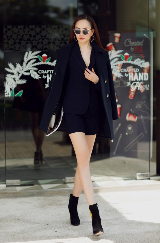 Người đẹp chọn đôi ankel boot giúp tăng thêm nét cá tính, tạo điểm nhấn cho tổng thể bộ trang phục.