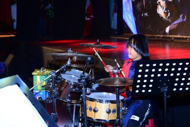 Trọng Nhân đầu nấm tái xuất chung sân khấu cùng Evan Lê.