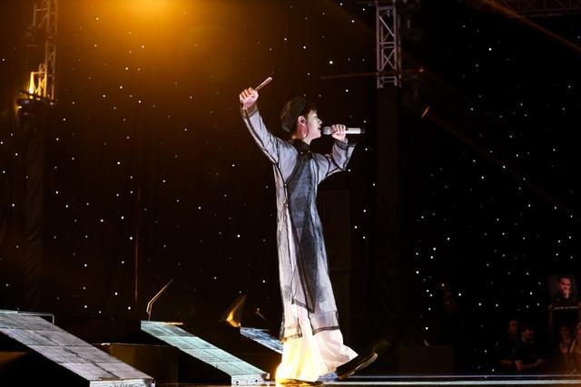 Cao Bá Hưng gây bất ngờ không chỉ bởi tài năng mà còn dòng dõi nổi tiếng.
