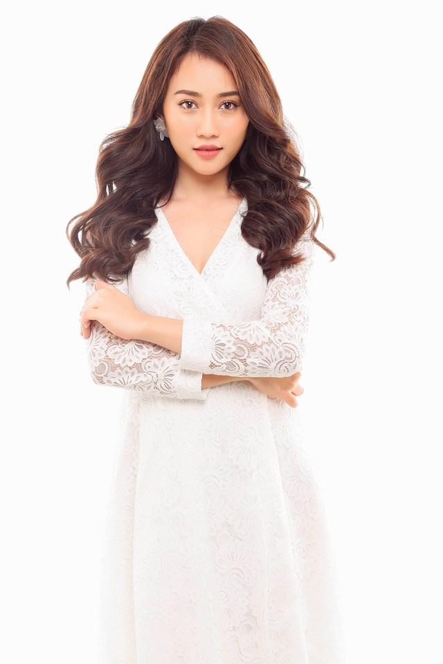 Hot girl Huỳnh Hồng Loan gắn liền với hình ảnh ngọc nữ.