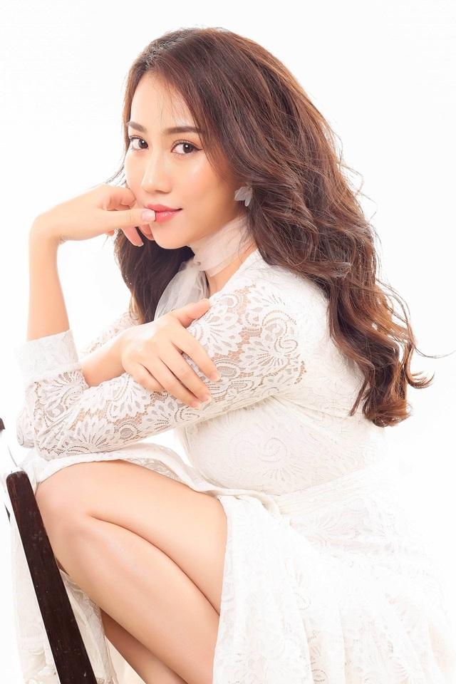 """Hot girl Huỳnh Hồng Loan """"lột xác"""" gợi cảm - 4"""
