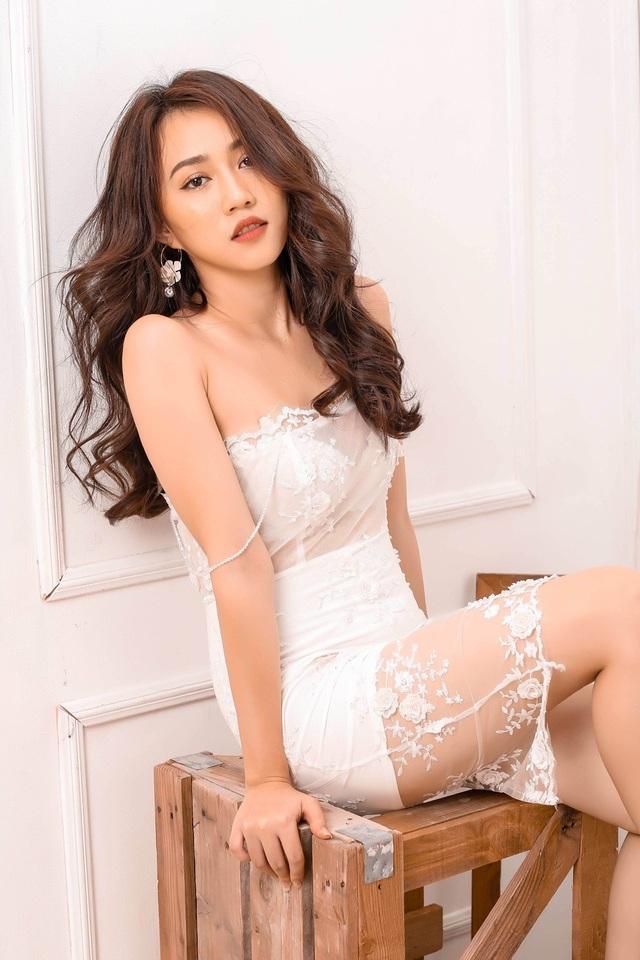 """Hot girl Huỳnh Hồng Loan """"lột xác"""" gợi cảm - 2"""