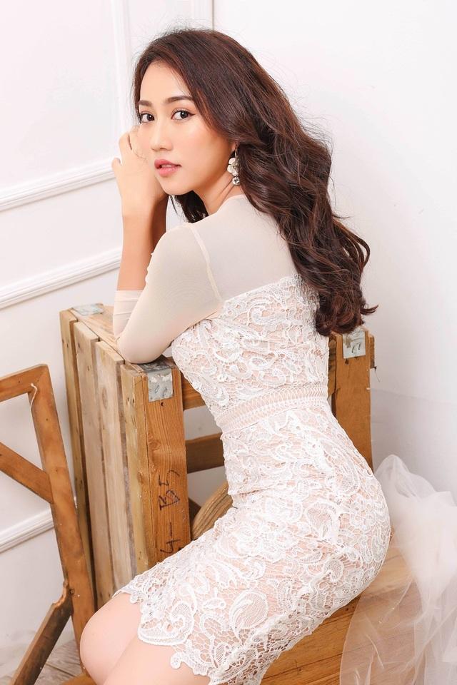 """Hot girl Huỳnh Hồng Loan """"lột xác"""" gợi cảm - 9"""