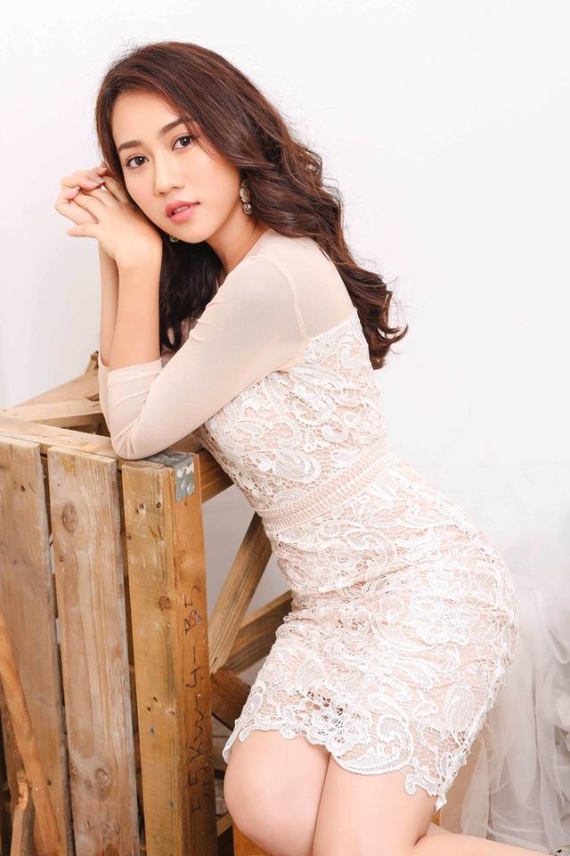 """Hot girl Huỳnh Hồng Loan """"lột xác"""" gợi cảm - 8"""