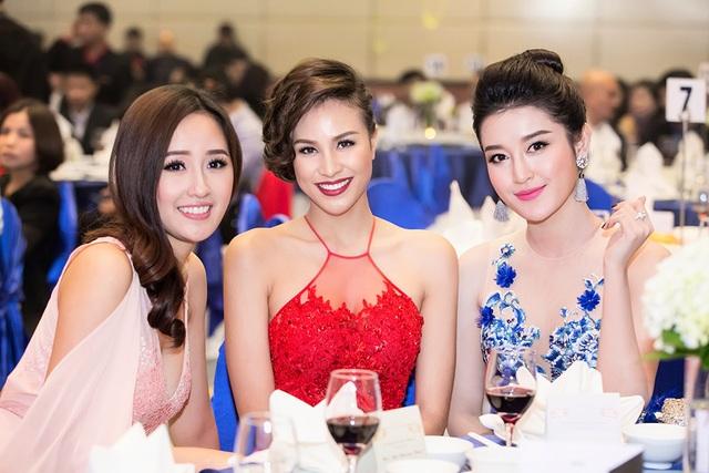 Mới đây cô xuất hiện bên Hoa hậu Mai Phương Thúy, Á hậu Huyền My trong một sự kiện.