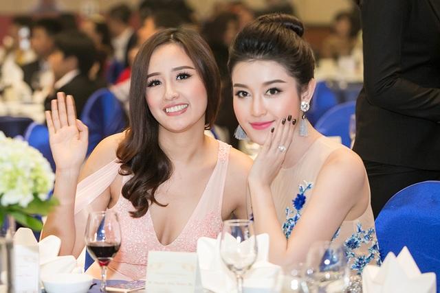 Là những gương mặt người đẹp được yêu thích, Hoa hậu Mai Phương Thúy và Á hậu Huyền My liên tục chạm mặt thời gian gần đây.