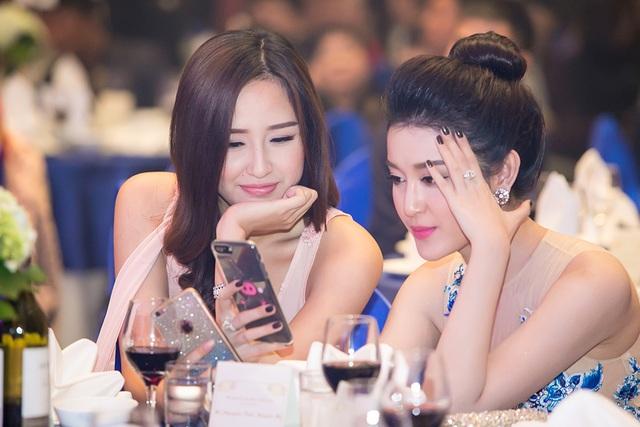 Huyền My cho biết, bộ phim mà Bộ Ngoại giao Myanmar mời đích danh Á hậu Huyền My tham gia thể hiện tình hữu nghị hợp tác giữa hai nước dời lịch quay tới 2017 nên cô có nhiều thời gian chuẩn bị hơn.