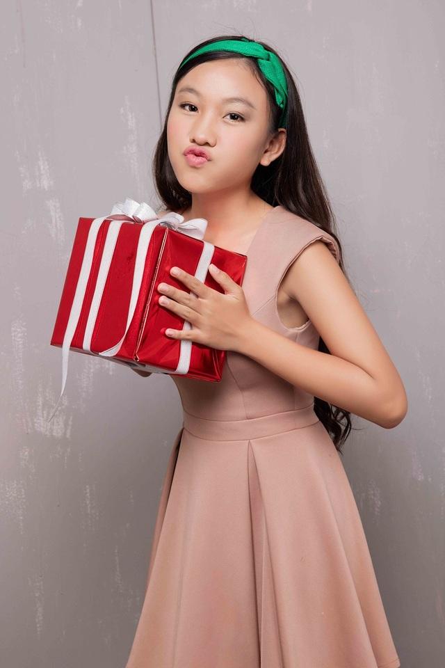 Hồ Văn Cường lần đầu được mặc vest đón Noel cùng chị gái nuôi - 6