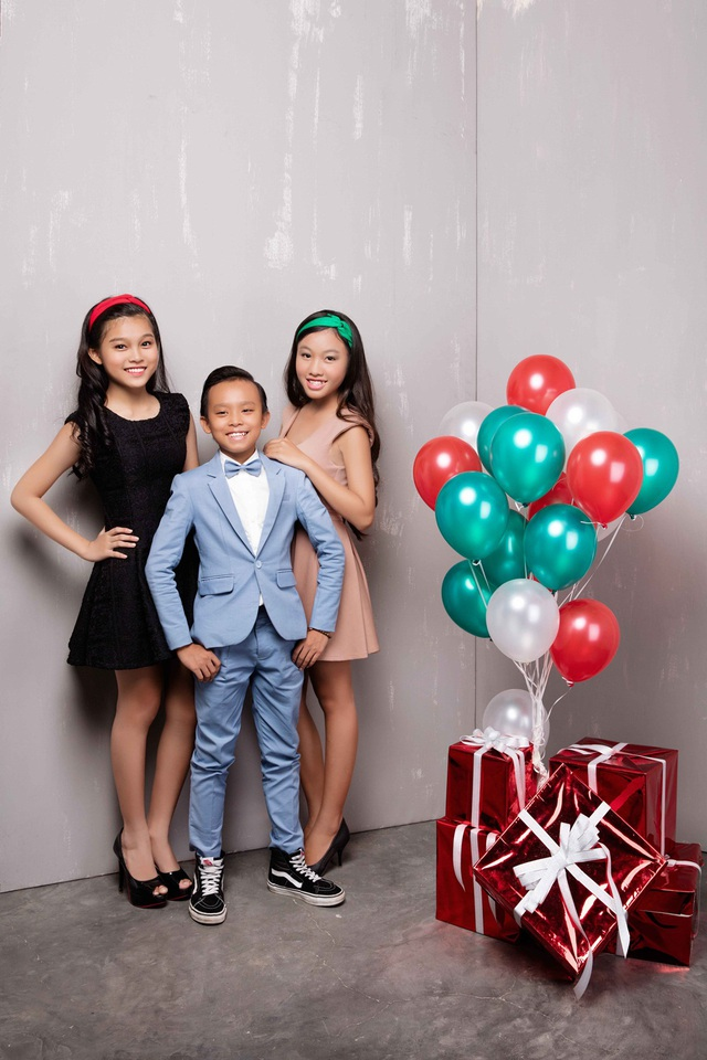 Hồ Văn Cường lần đầu được mặc vest đón Noel cùng chị gái nuôi - 12