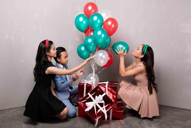 Hồ Văn Cường lần đầu được mặc vest đón Noel cùng chị gái nuôi - 11