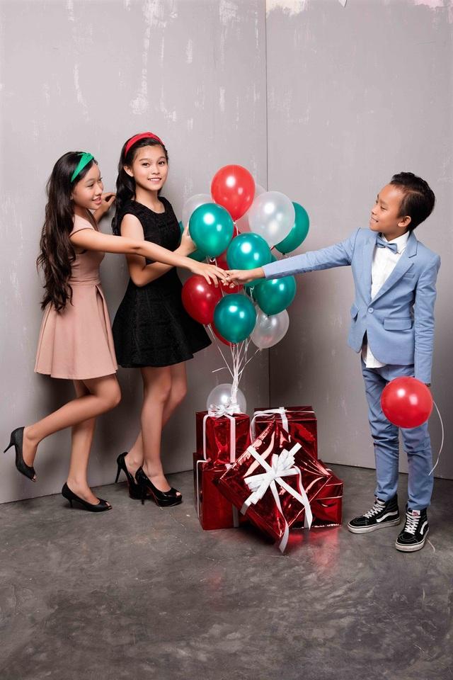 Hồ Văn Cường lần đầu được mặc vest đón Noel cùng chị gái nuôi - 7