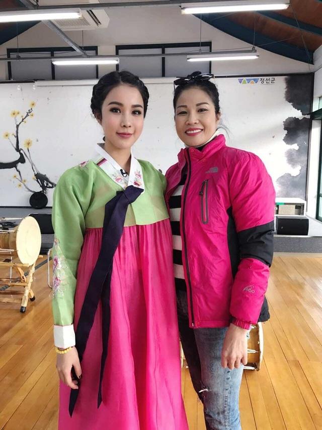 Gương mặt Diệp Lâm Anh bị dư luận dòm ngó khi những bức ảnh trong chuyến đi Hàn Quốc của cô được chia sẻ.