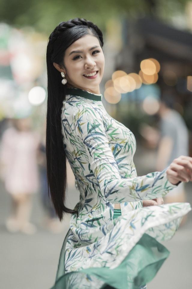 """Bé Bảo Ngọc """"Gương mặt thân quen"""" chuyên nghiệp làm mẫu cùng HH Ngọc Hân - 17"""