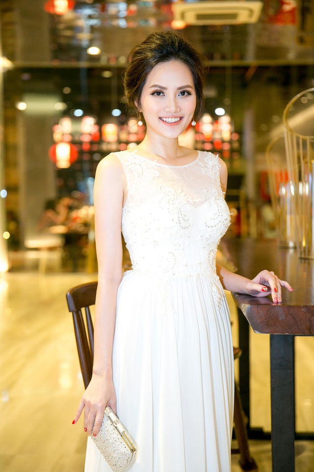 Hoa hậu Đông Nam Á Diệu Linh diện bộ váy trắng thướt tha.