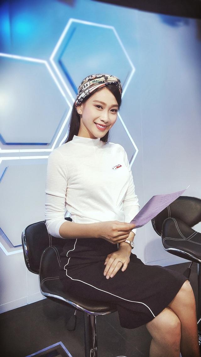 """Top những nàng hậu xinh đẹp của VTV và cái duyên """"cầm mic"""" - 5"""