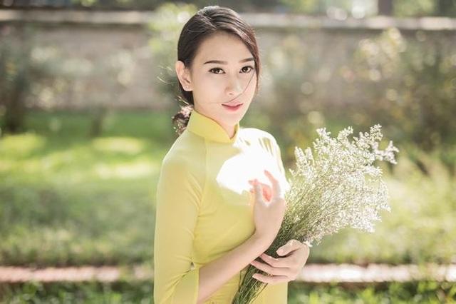 Vân Quỳnh ghi điểm bởi vẻ đẹp của một người đẹp tri thức.