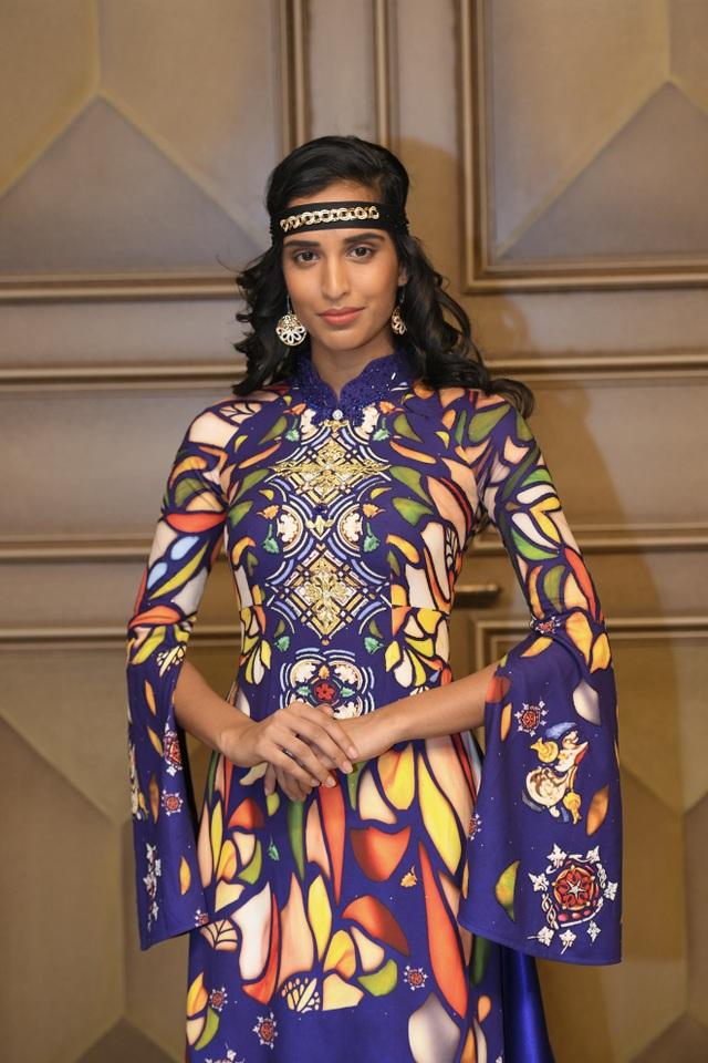 Như một nét chấm phá, một sự phá cách đầy ấn tượng trong muôn vàn thiết kế Haute Couture của những nhà mốt tên tuổi khác, NTK Đỗ Trịnh Hoài Nam lại gây ấn tượng mạnh mẽ bởi những thiết kế áo dài đã mang đến Paris Fashion Week năm nay.