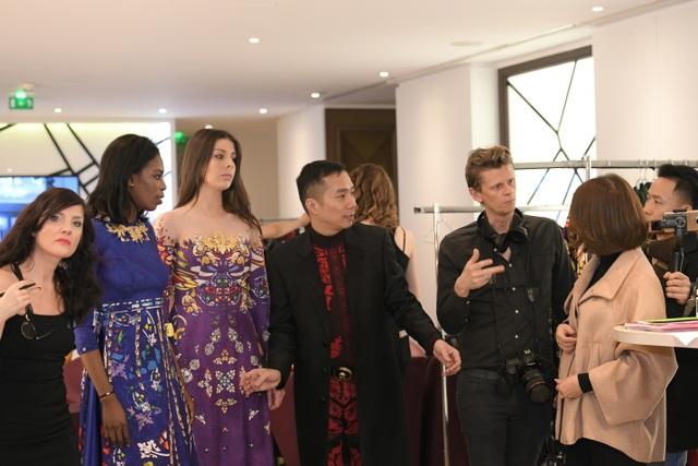 NTK Đỗ Trịnh Hoài Nam cùng ekip tại Paris Fashion Week - Haute Couture 2018.