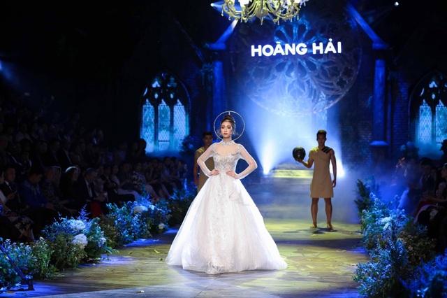 """Hoa hậu Việt Nam Đỗ Mỹ Linh từng là nàng thơ trong BST """"De Hanoi à Paris"""" của NTK Hoàng Hải sẽ xuất hiện trong show lần này"""