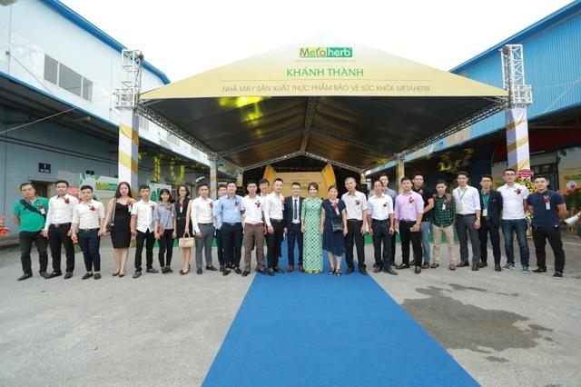 Đông đảo các đại biểu về dự Lễ Khánh thành.