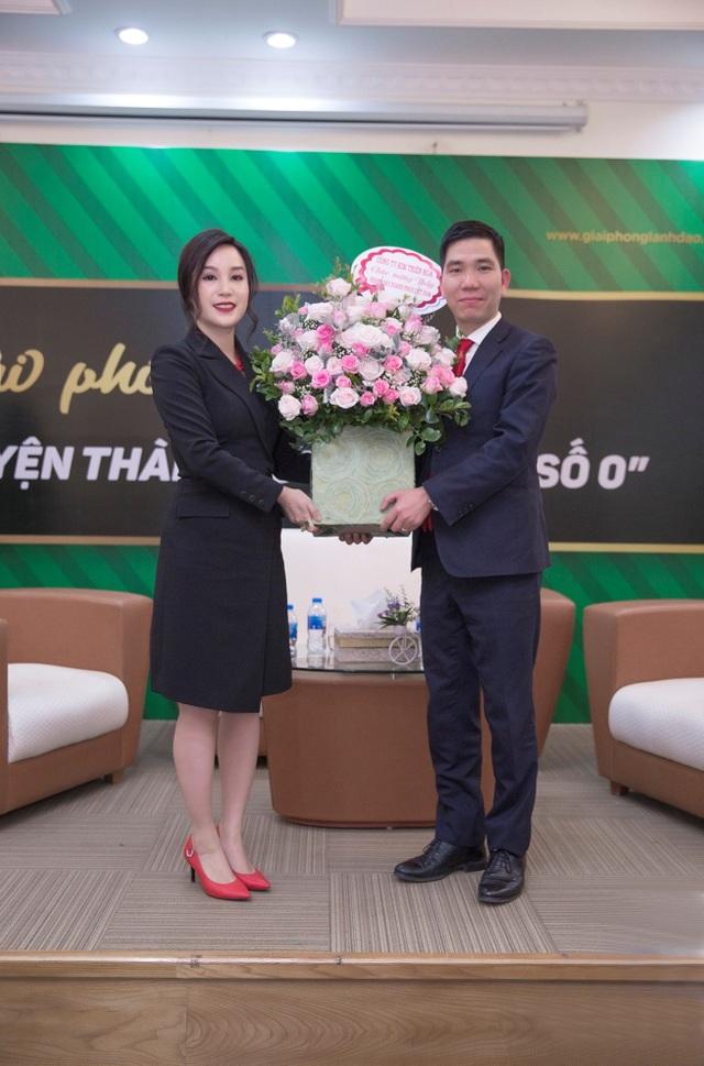 Ánh cho biết, hiện tại cô đang có kế hoạch xây dựng và phát triển doanh nghiệp thứ 2 là nhà máy sản xuất mỹ phẩm mang thương hiệu Việt.