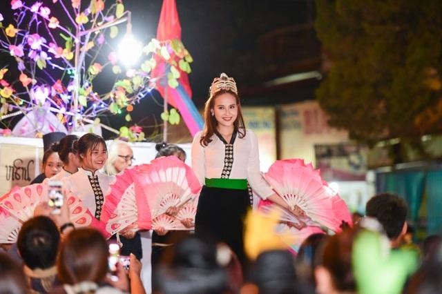 Nét đẹp dịu dàng của Hoa hậu Khánh Ngân.