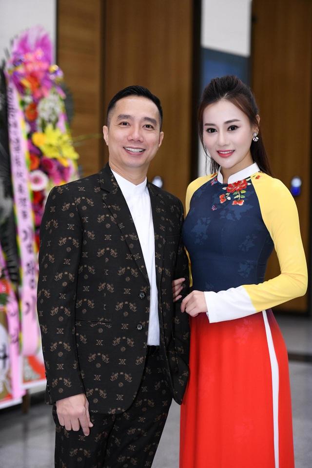 NTK Đỗ Trịnh Hoài Nam và diễn viên Quỳnh Búp Bê - Phương Oanh.