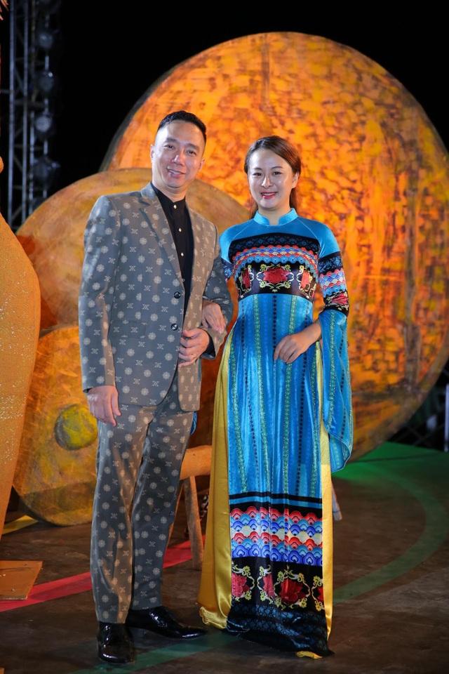NTK Đỗ Trịnh Hoài Nam hội ngộ Hoa hậu Ngọc Hân, H'Hen Niê - Ảnh 4.