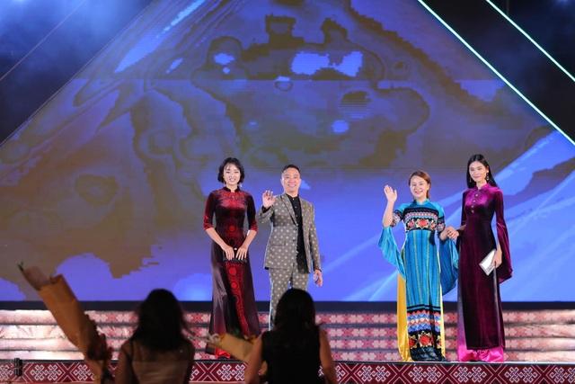 NTK Đỗ Trịnh Hoài Nam hội ngộ Hoa hậu Ngọc Hân, H'Hen Niê - Ảnh 9.