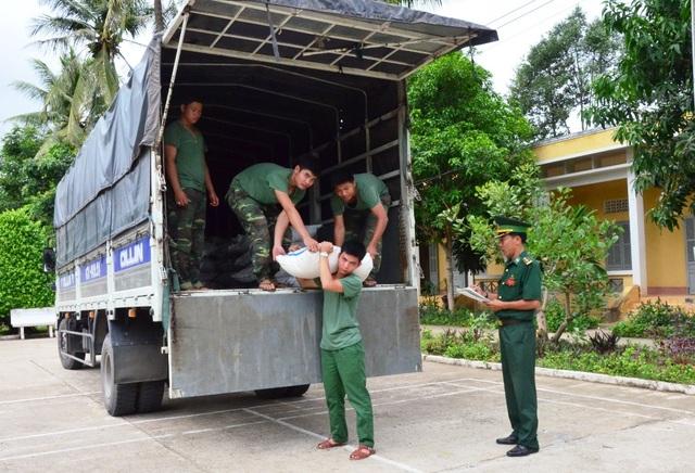 Theo Đại tá Lý Kế Tùng, đây là một trong những vụ bắt số đường nhập lậu quan biên giới nhiều nhất từ đầu năm đến nay mà đơn vị thực hiện.