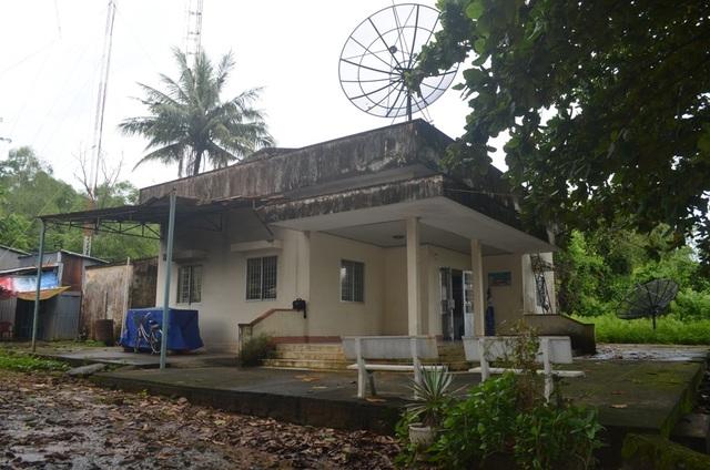 Trưởng Đài truyền thanh huyện Phú Quốc dính hàng loạt sai phạm, đáng ra bị cách chức nhưng vì có nhiều đóng góp cho sự nghiệp phát thanh nên tổ chức chỉ cảnh cáo về mặt Đảng và chính quyền.