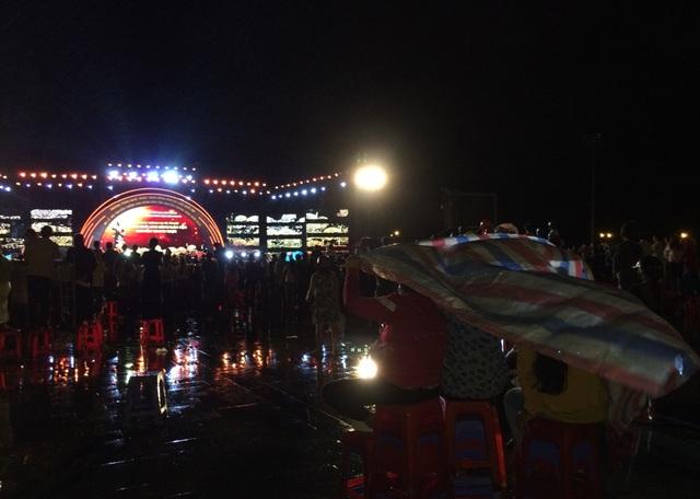 Hàng nghìn người đội mưa dự khai mạc Lễ hội anh hùng Nguyễn Trung Trực - 8