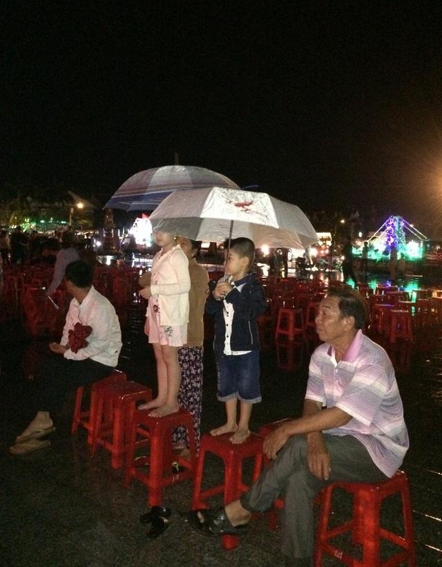 Hàng nghìn người đội mưa dự khai mạc Lễ hội anh hùng Nguyễn Trung Trực - 3