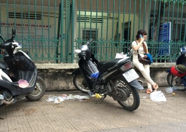 Rác… bủa vây bệnh viện Kiên Giang - 2