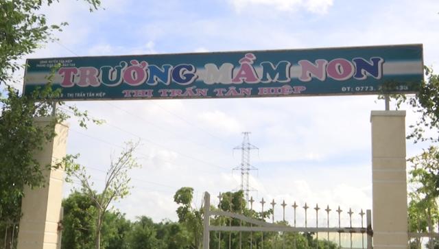 Trường Mầm non thị trấn Tân Hiệp mới nằm lọt thỏm giữa hai đường dây điện cao thế 220KV.