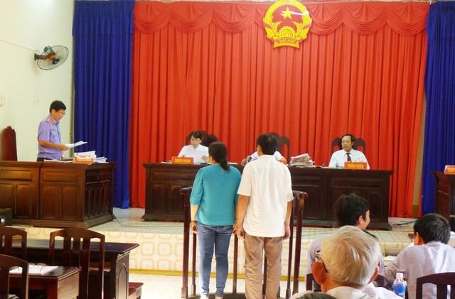 VKSND tỉnh Kiên Giang vẫn giữ nguyên kháng nghị, đề nghị HĐXX tuyên hủy án sơ thẩm, trả hồ sơ về tòa sơ thẩm xét xử lại theo hướng vợ chồng bị cáo Trần Kiều Hưng có tội hủy hoại rừng.