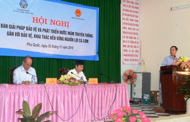 Thứ trưởng Bộ NN-PTNT Vũ Văn Tám còn kêu gọi các doanh nghiệp sản xuất nước mắm truyền thống nên đoàn kết lại để thành lập liên hiệp các hội nước mắm hoặc Hiệp hội nước mắm Quốc gia