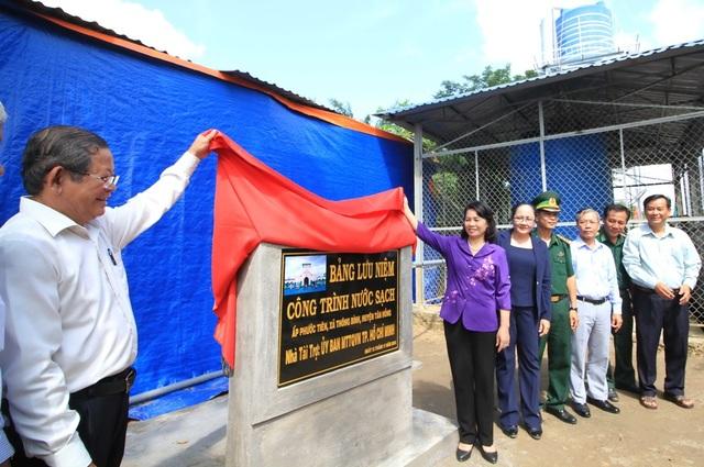 Nguồn vốn đầu tư cho Trạm cấp nước ý nghĩa này do UBMTTQ Việt Nam tỉnh Đồng Tháp vận động UBMTTQ Việt Nam thành phố Hồ Chí Minh.