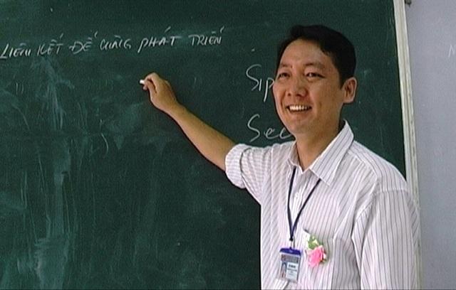Chia sẻ về kinh nghiệm giảng dạy, thầy Nhật cho biết ngoài việc chuẩn bị tốt về nghiệp vụ thì người thầy phải hết lòng vì học sinh thân yêu.