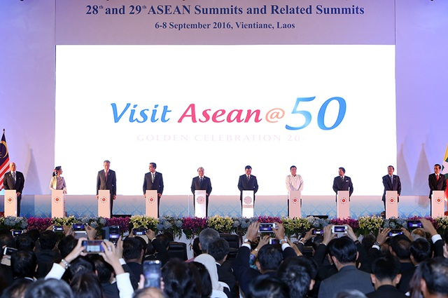 Lãnh đạo các nước ASEAN dự phiên khai mạc Hội nghị cấp cao ASEAN tại Lào.