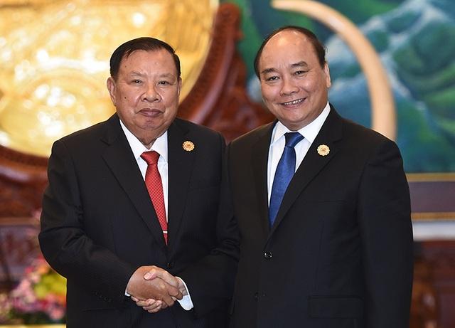 Thủ tướng chào xã giao Tổng Bí thư - Chủ tịch nước Lào.