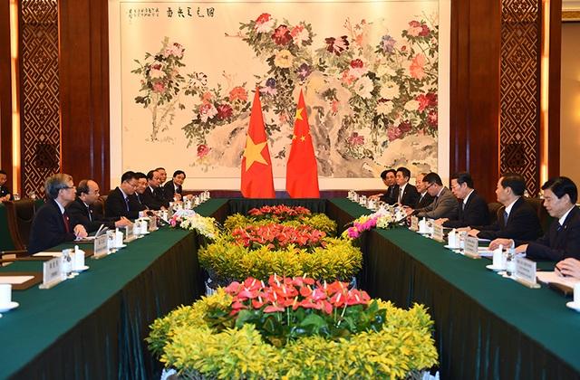 Thủ tướng Nguyễn Xuân Phúc dẫn đầu đoàn đại biểu Việt Nam hội kiến Phó Thủ tướng Trung Quốc Trương Cao Lệ.