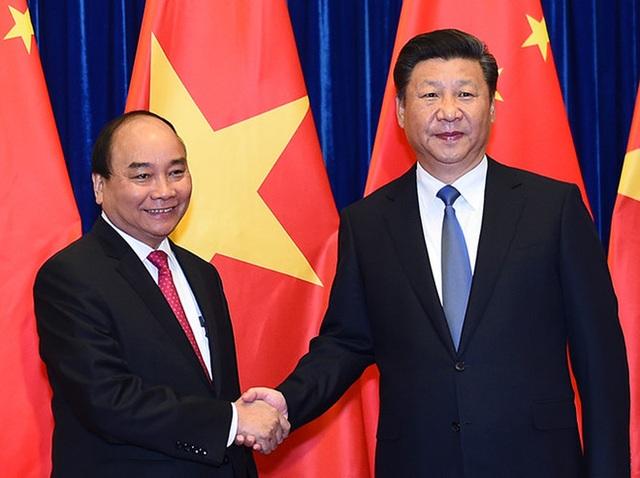 Chủ tịch Trung Quốc Tập Cận Bình chào đón Thủ tướng Nguyễn Xuân Phúc tại cuộc hội kiến giữa lãnh đạo 2 nước Việt - Trung.