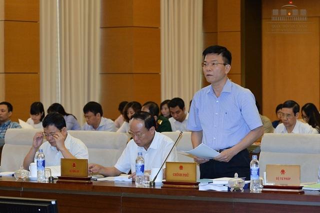 Bộ trưởng Tư pháp Lê Thành Long trình luật sửa đổi Bộ luật Hình sự 2015 với đề xuất bỏ Điều 292.