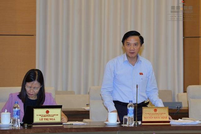Chủ nhiệm UB Pháp luật Nguyễn Khắc Định chủ trì việc thẩm tra báo cáo của Chính phủ về công tác giải quyết khiếu nại, tố cáo năm 2016.