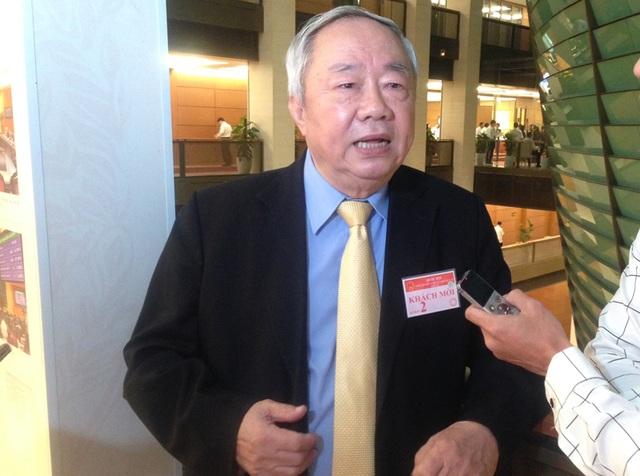 Ông Vũ Mão trao đổi với báo chí bên hành lang Quốc hội ngày 15/11.
