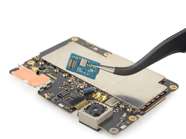 Đây là một bảng mạch nhỏ với micro và máy đo khoảng cách cho phép tự động lấy nét laser của XL