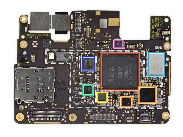 Tháo và khám phá nội thất của Google Pixel - 24