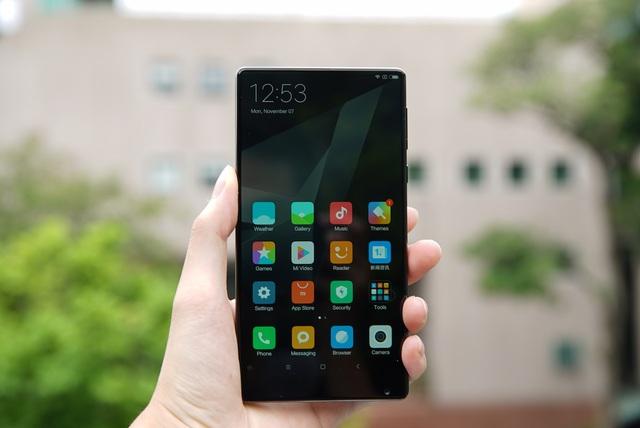 Với Mi Mix, đây là chiếc smartphone khá ấn tượng mà Xiaomi làm được, khác biệt hoàn toàn so với những mẫu sản phẩm trước.