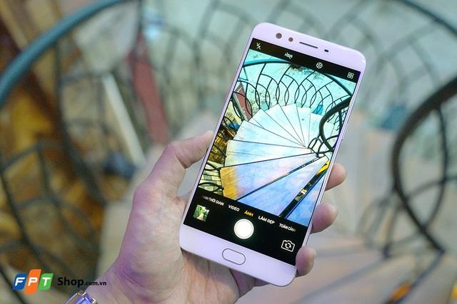 Oppo F3 Plus, smartphone sở hữu camera selfie kép hứa hẹn sẽ mở ra kỷ nguyên selfie mới